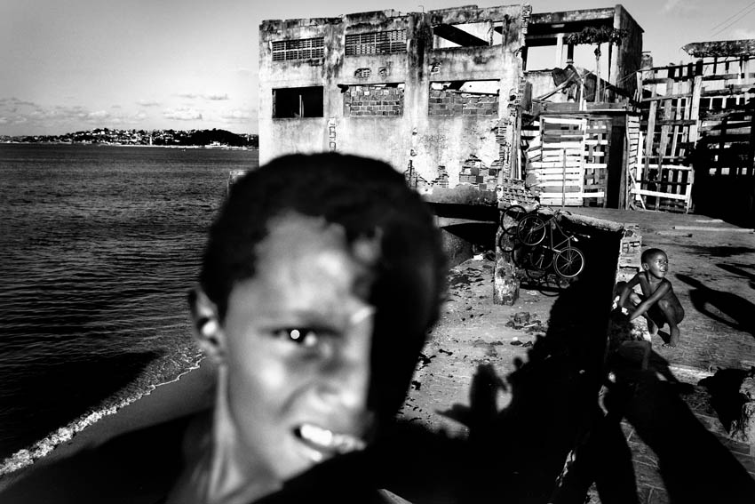 Children playing on the beach inside an abandoned chocolate factory on December 10, 2009 in Salvador de Bahia, Brazil. © Sebastian Liste/Reportage by Getty Images